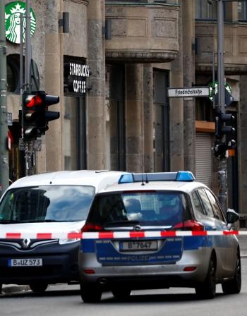 Турчин опита да нападне германски полицаи, застреляха го