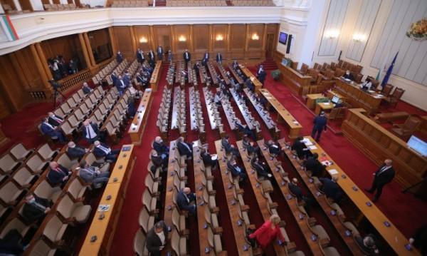 Парламентът заседава извънредно, вика пак Борисов на отчет