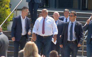 Дойче Веле: Борисов подаде полуоставка. Има два сценария