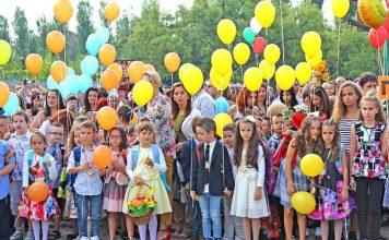 Честит първи учебен ден! Днес 59 000 първокласници прекрачват училищния праг