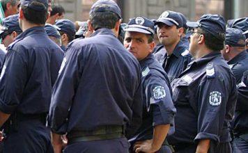 Арестуваха трима, носили водни пистолети на протеста