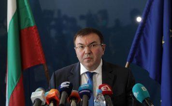 Затварят гимназии и ВУЗ-ове, но кръчмите остават отворени: Новите мерки на министър Ангелов в сила от днес