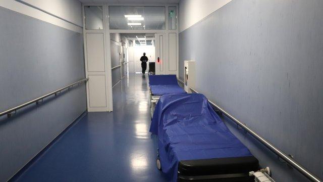 Медсестра от Свищов разказа как е принудена да работи болна, докато шефът й се лекува в столична клиника