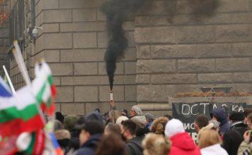 Рекордни нива на недоверие: 73% от българите псуват парламента, 69% – правителството